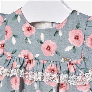 Delikatna sukienka z asymetrycznym dołem
